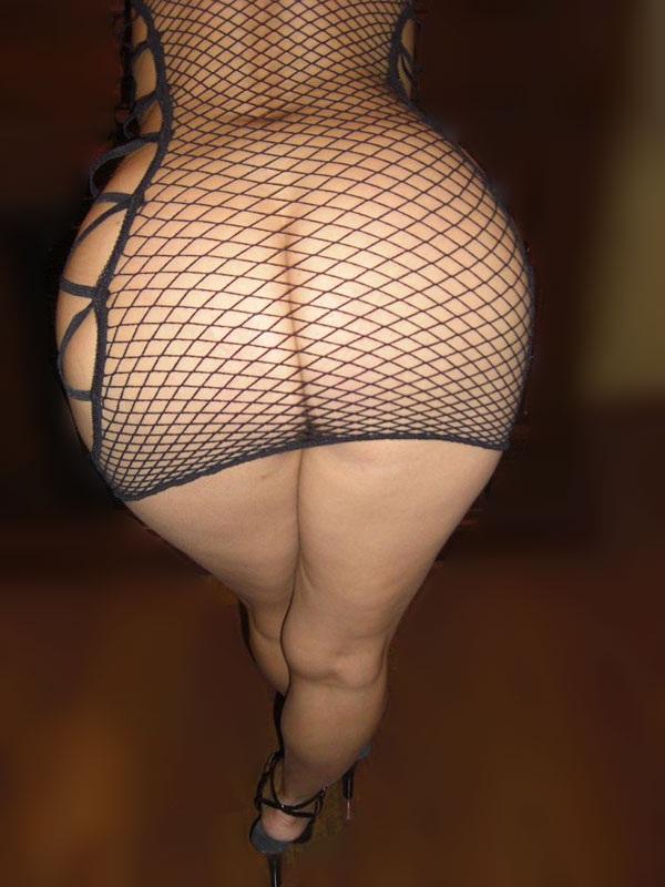 Plan sexe avec une femme grassouillette en dessous sexy