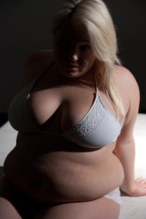 Blonde à gros seins cherche amant régulier