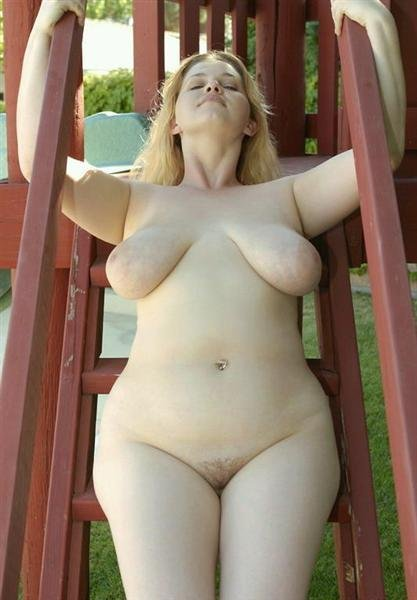 Blonde sexy et ronde cherche homme mur