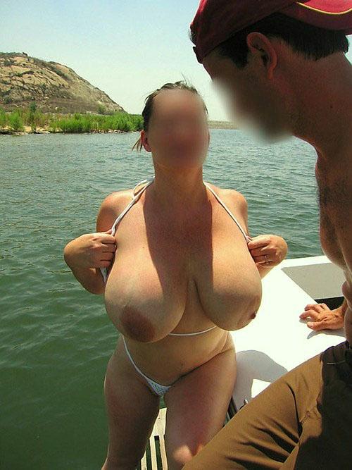 Trentenaire à gros seins cherche plan sexe avec un mec bien monté