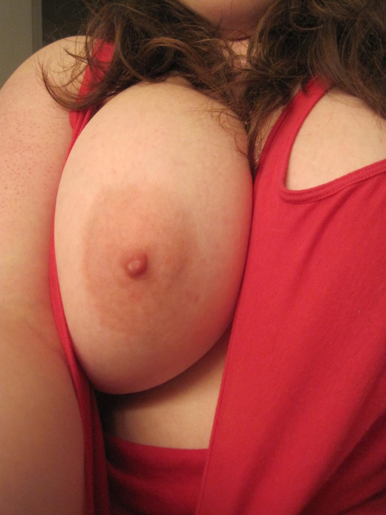 Nana ronde à gros seins cherche mec bien monté