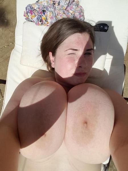 Jeune femme à gros seins cherche amant expérimenté